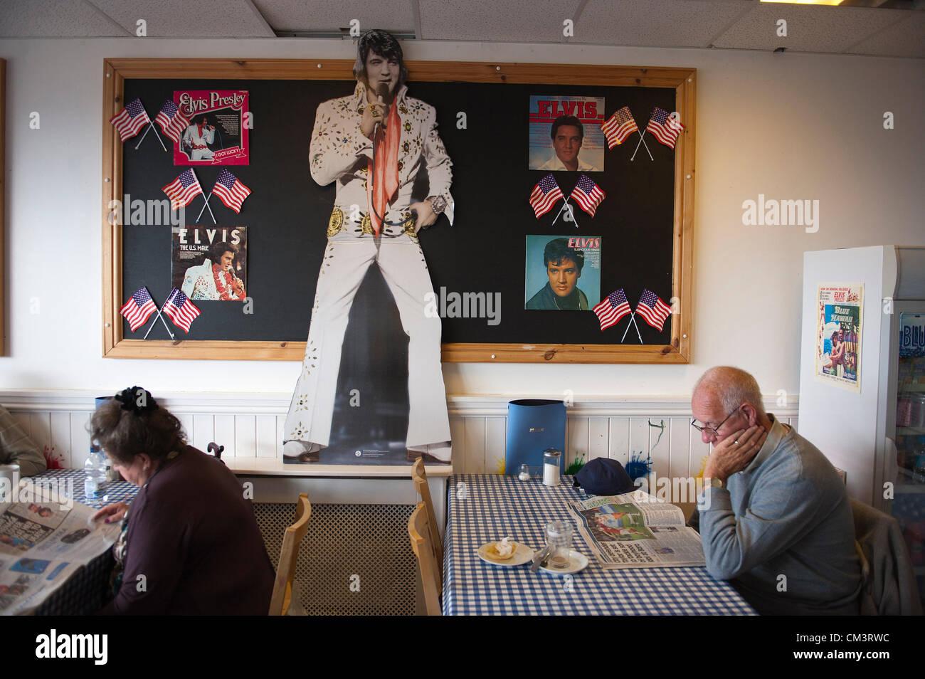 28 septembre 2012. Porthcawl, UK. Les clients au Petit fûté Creations café semblent oublier le festival Photo Stock