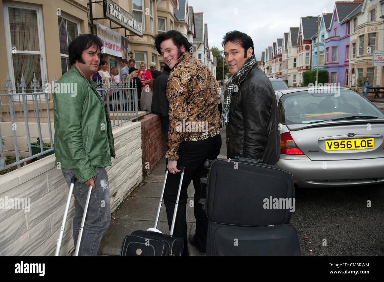 Septembre 2012. Porthcawl, UK. Trois ventilateurs d'Irlande et d'un pays de Galles arrivent à la Brentwood Photo Stock