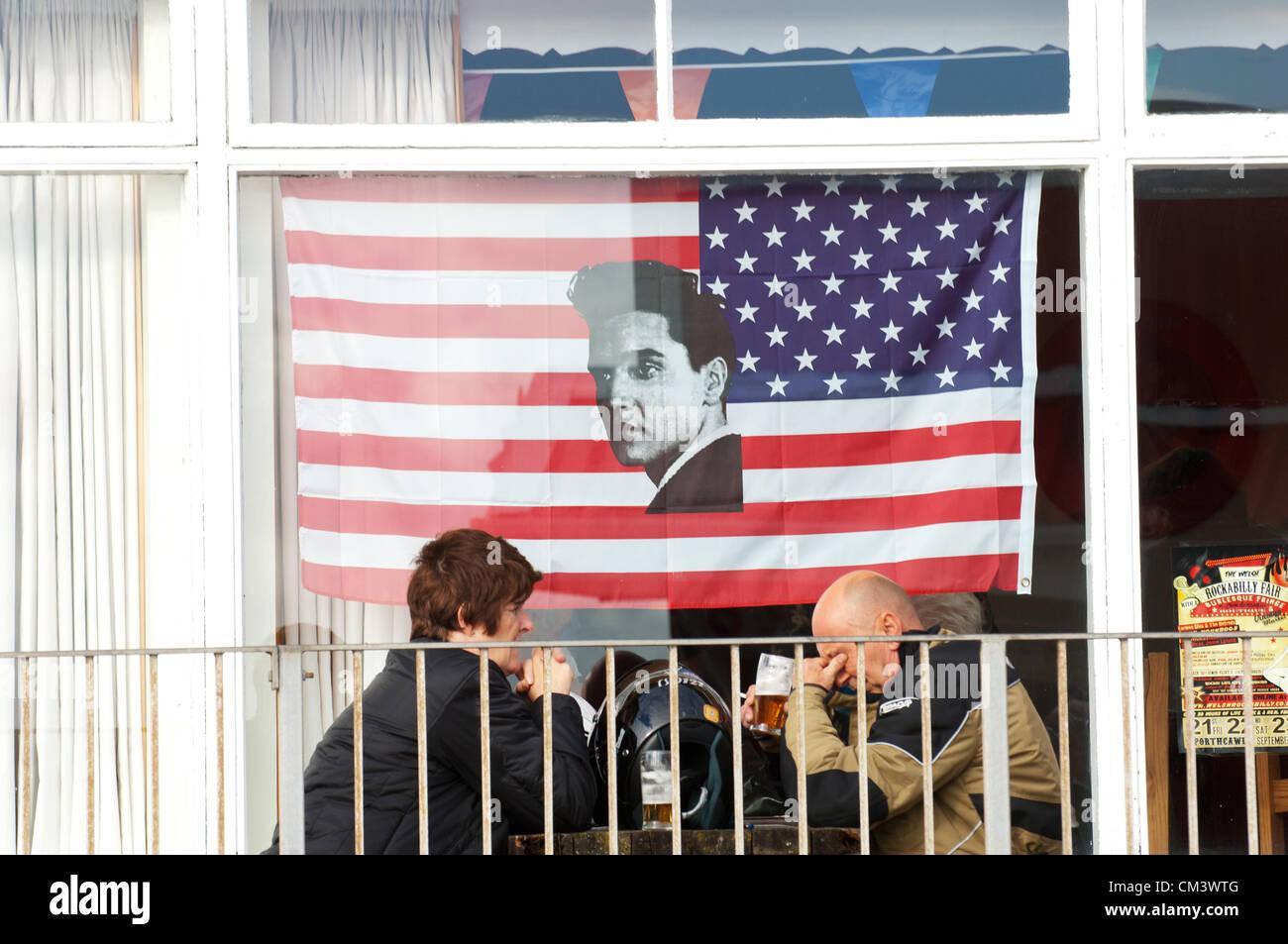 28 septembre 2012. Porthcawl, UK. Un ventilateur est las l'extérieur de la cabine Bar, Coney Beach. Des Photo Stock