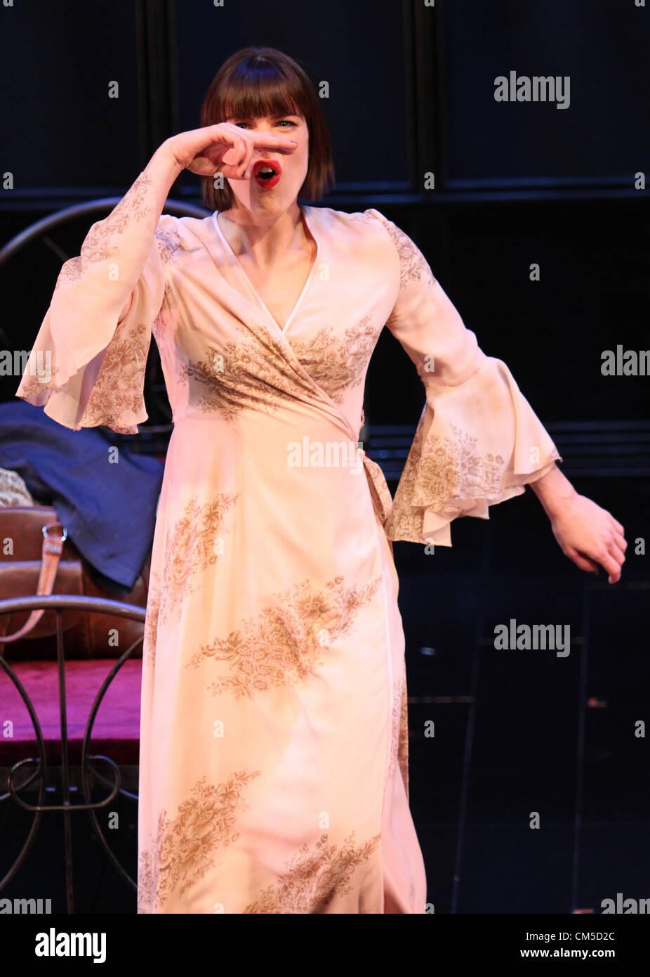 MICHELLE RYAN CABARET. PHOTOCALL Londres Angleterre Royaume-uni 08 Octobre 2012 Photo Stock