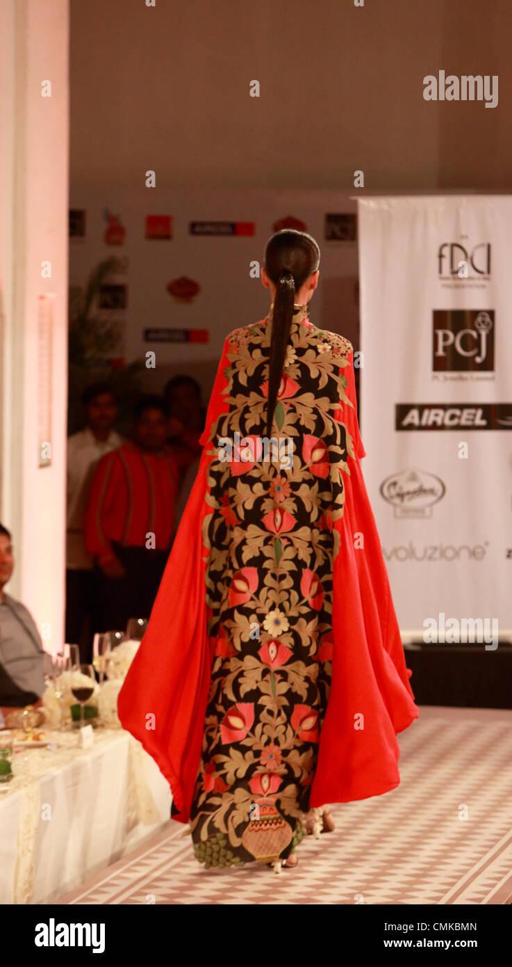 9 août 2012, New Delhi, Inde - Anamika Khanna création lors de la Delhi Couture Semaine, 2012 Photo Stock