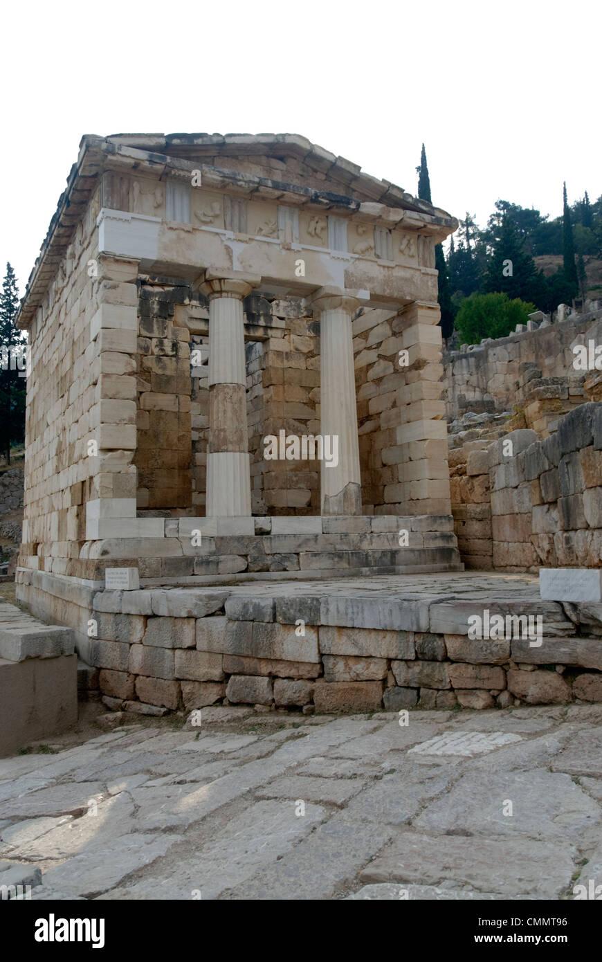 Delphi. La Grèce. Avis du Conseil du Trésor des Athéniens qui est situé sur la voie sacrée du sanctuaire d'Apollon Banque D'Images