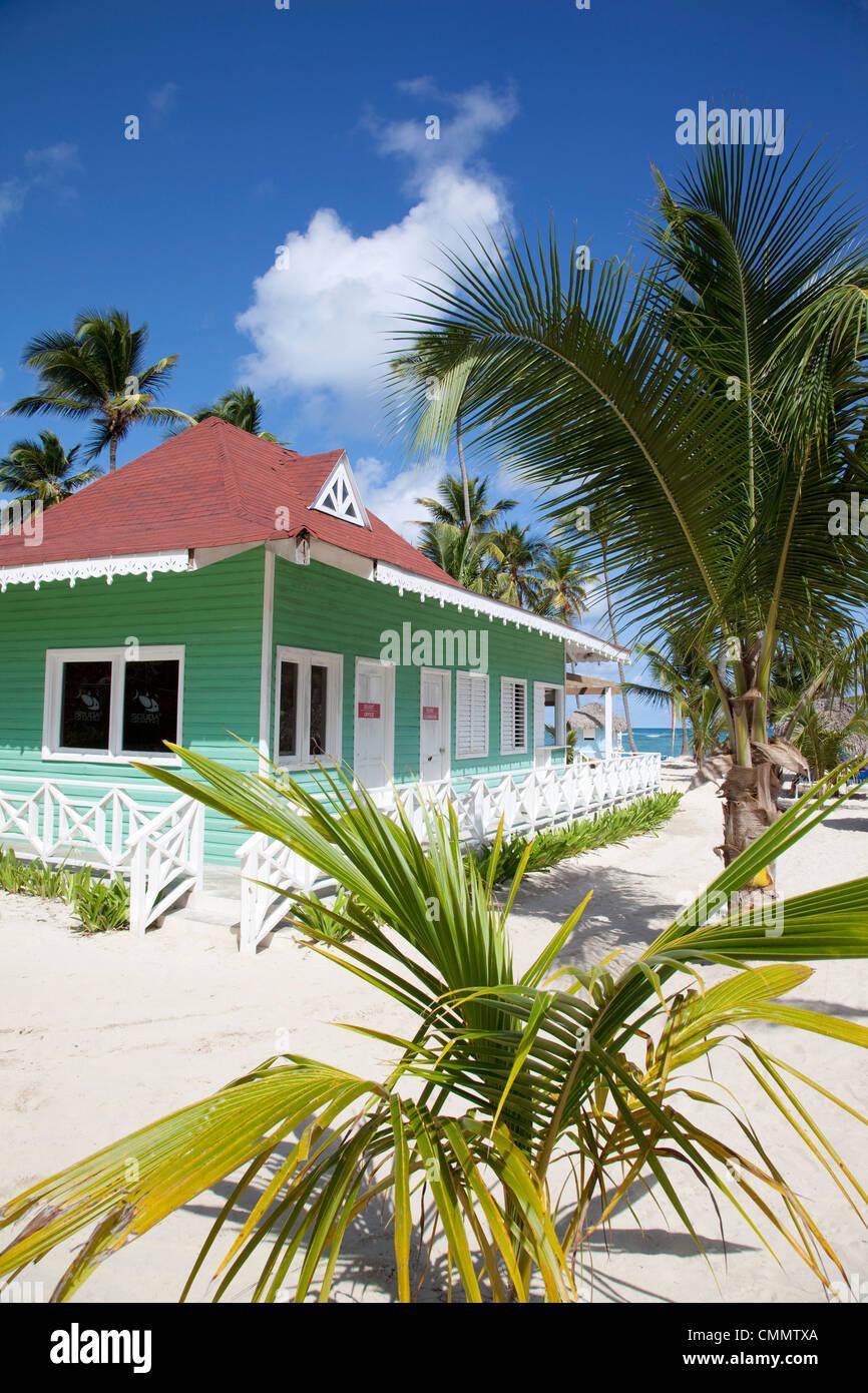 Cabane de plage, la plage de Bavaro, Punta Cana, République dominicaine, Antilles, Caraïbes, Amérique Photo Stock