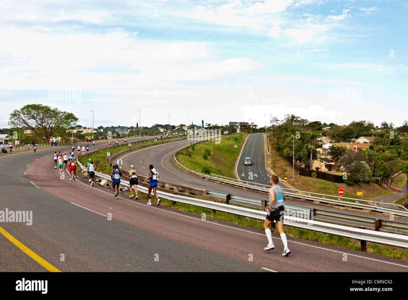 Les coureurs de marathon les camarades Photo Stock