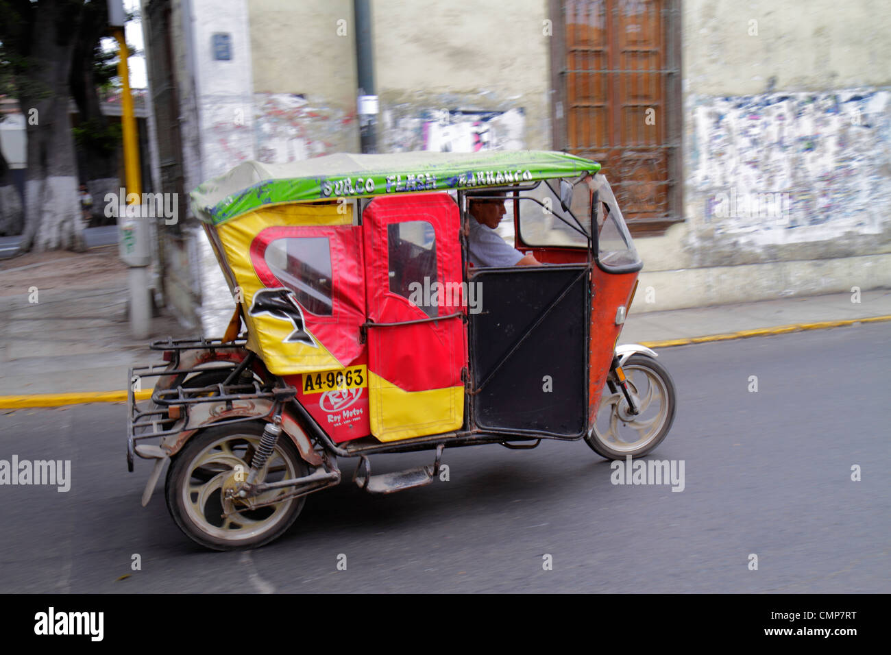 Lima Pérou Barranco District Avenida Pedro d'Osma Scène de rue d'autres moyens de transport taxi Photo Stock