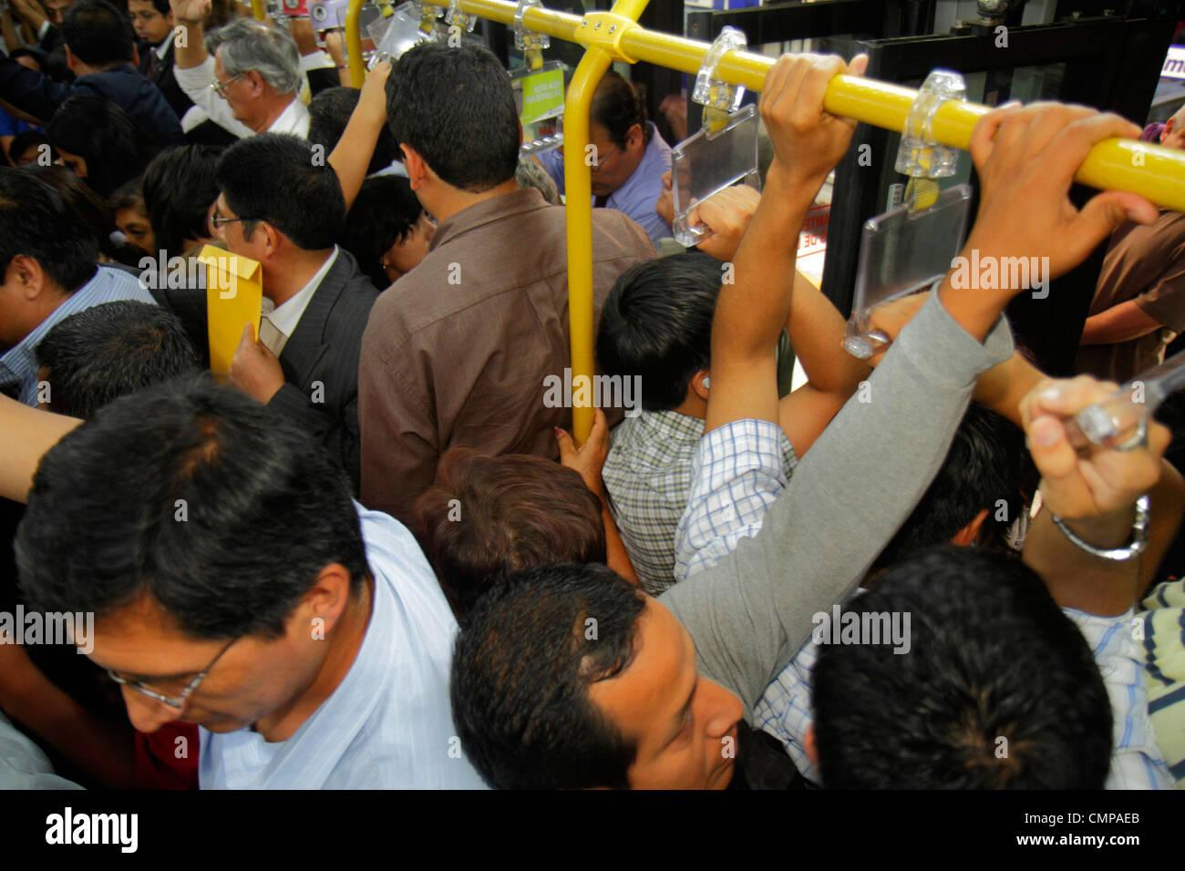 Lima Pérou Avenida Emancipacion Metropolitano Bus ligne bus des transports publics article Hispanic man passager Photo Stock