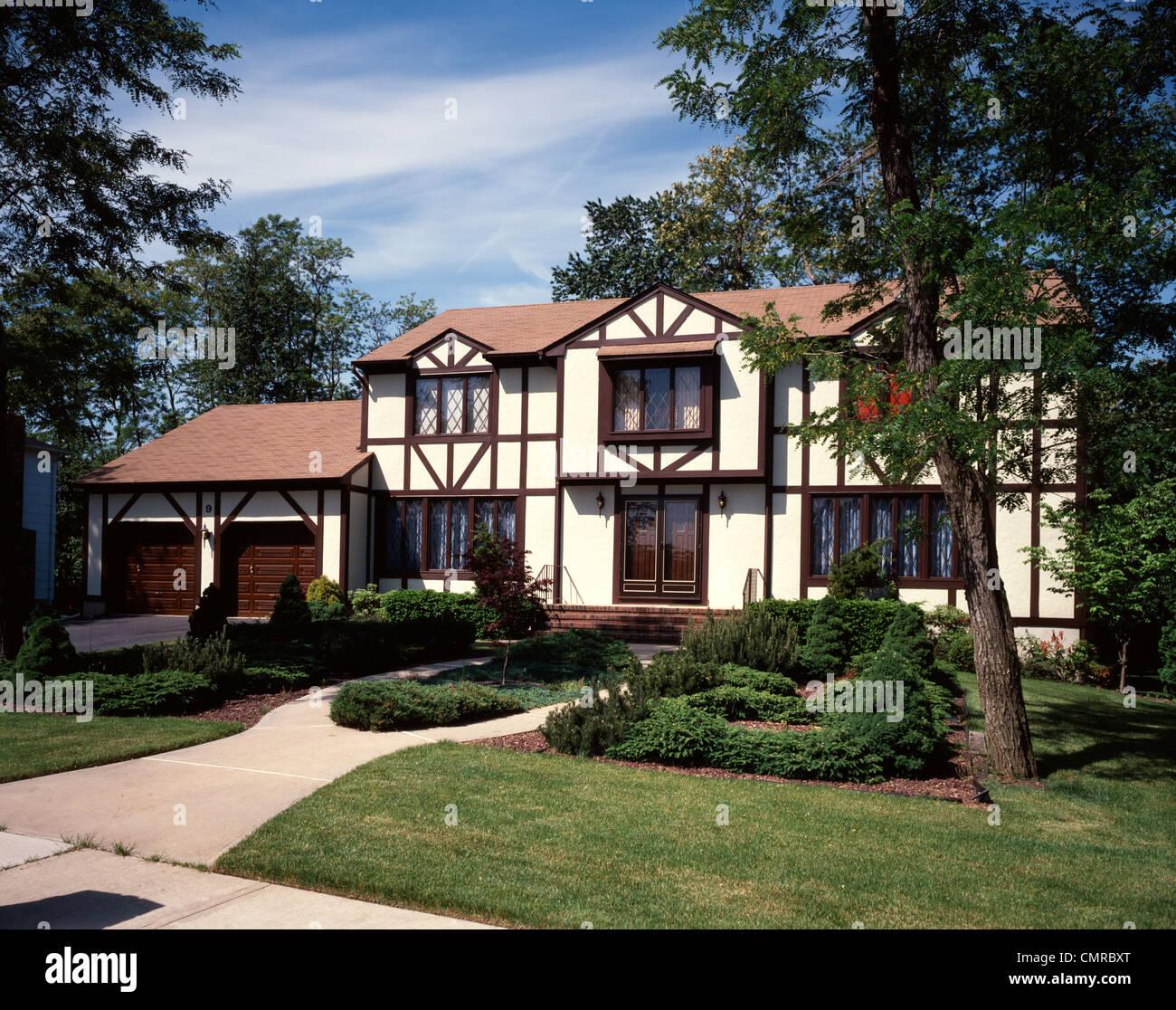 Des années 80 à deux étages de style Tudor SUBURBAN HOUSE Photo Stock