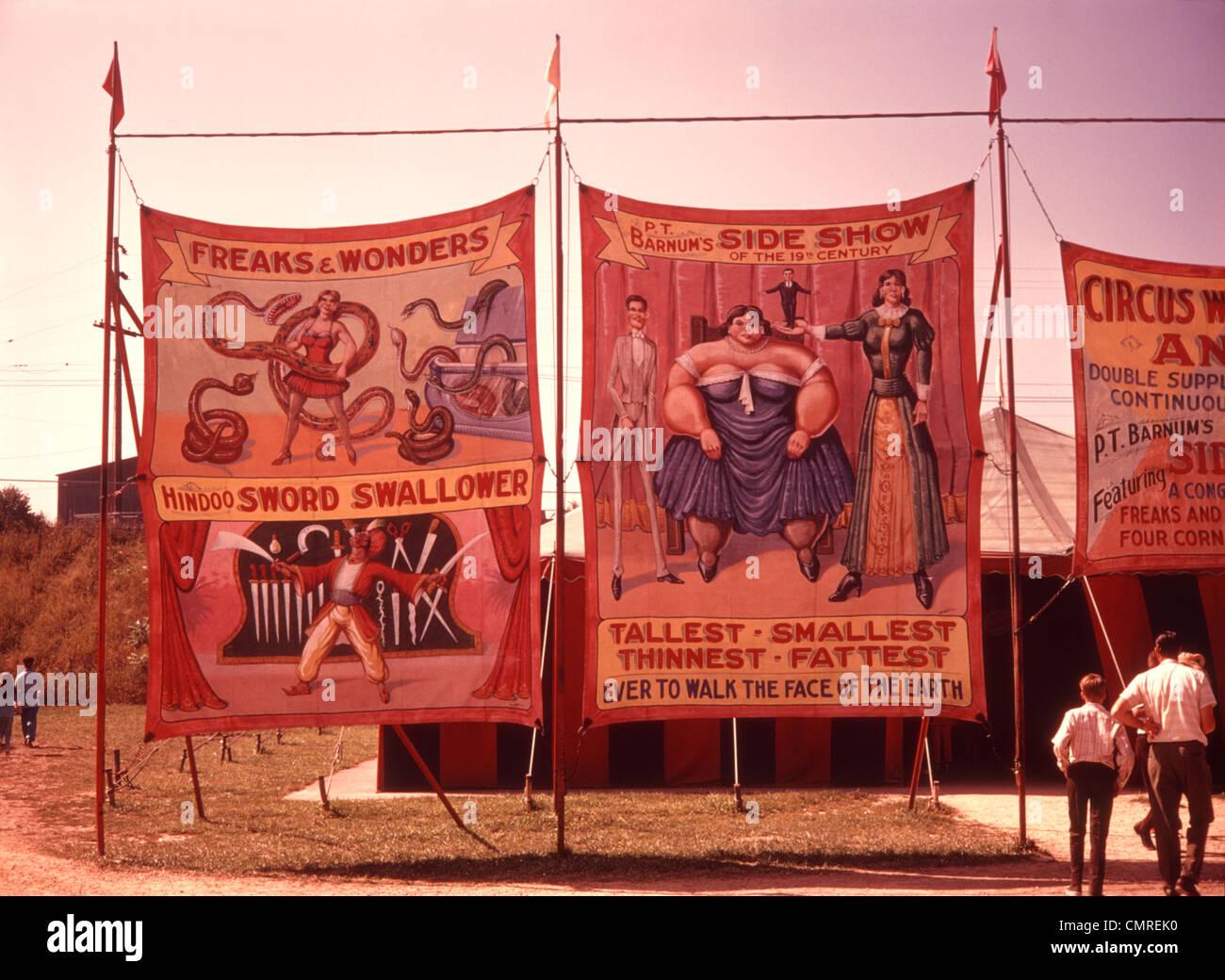 1970 toiles peintes AFFICHES BANNIÈRES SIDESHOW CIRQUE CARNAVAL Photo Stock