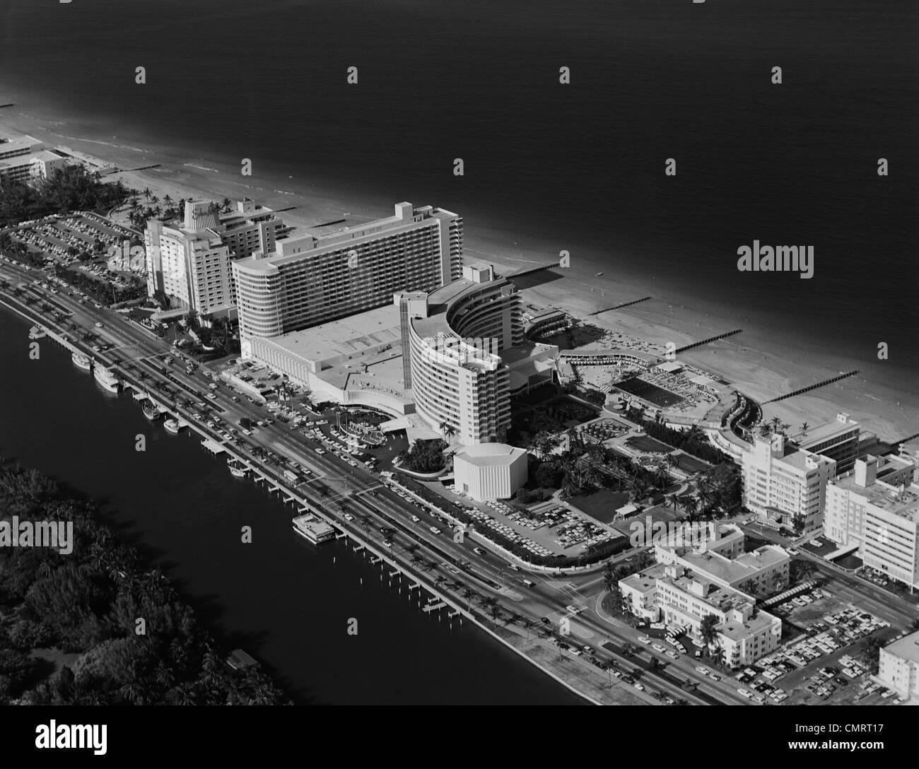 Années 1950 Années 1960 Vue aérienne de l'hôtel FONTAINEBLEAU MIAMI BEACH FLORIDE USA Photo Stock