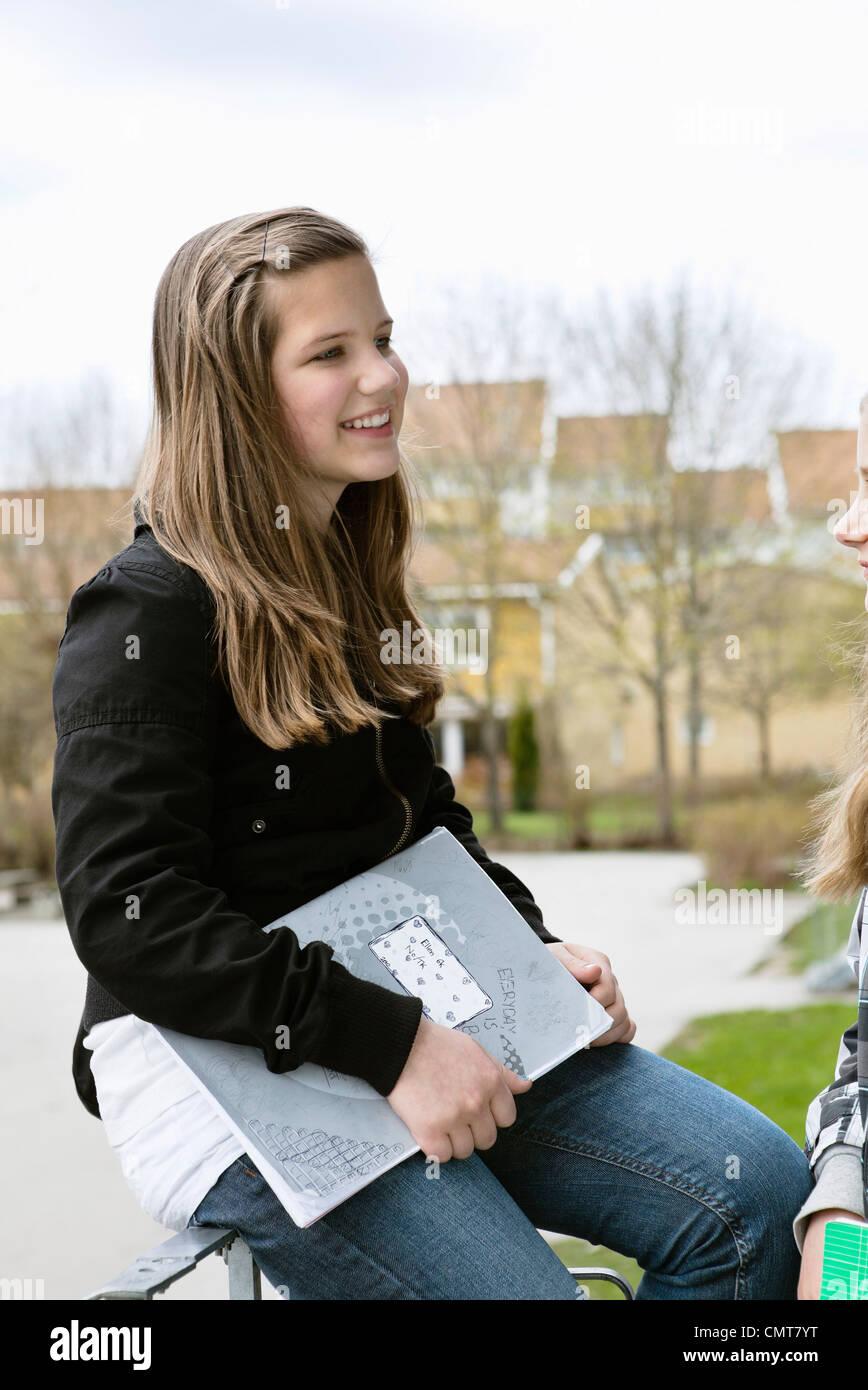 Deux femmes (12-13) amis Photo Stock