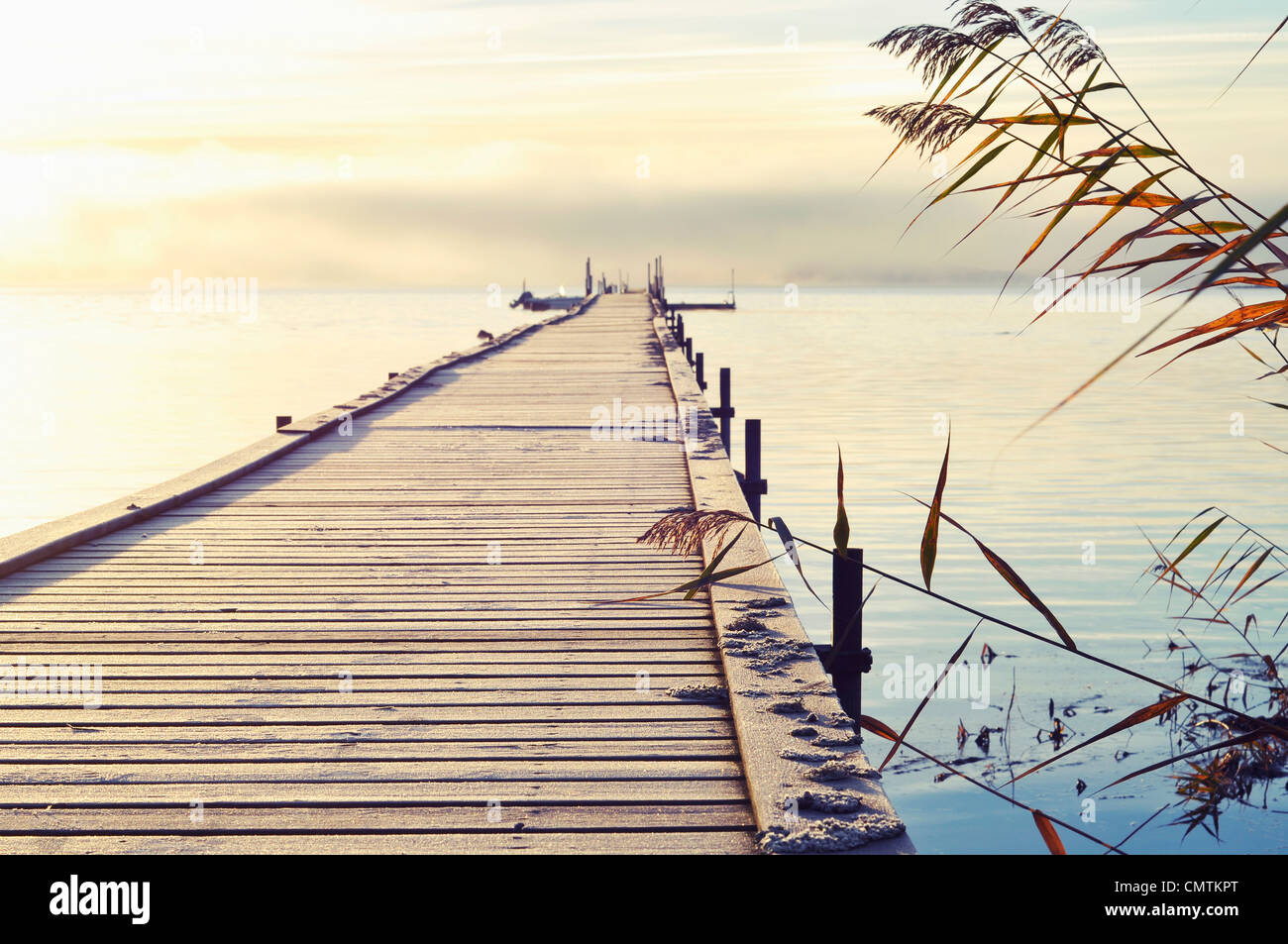 Vue sur paysage côtier et jetty Photo Stock