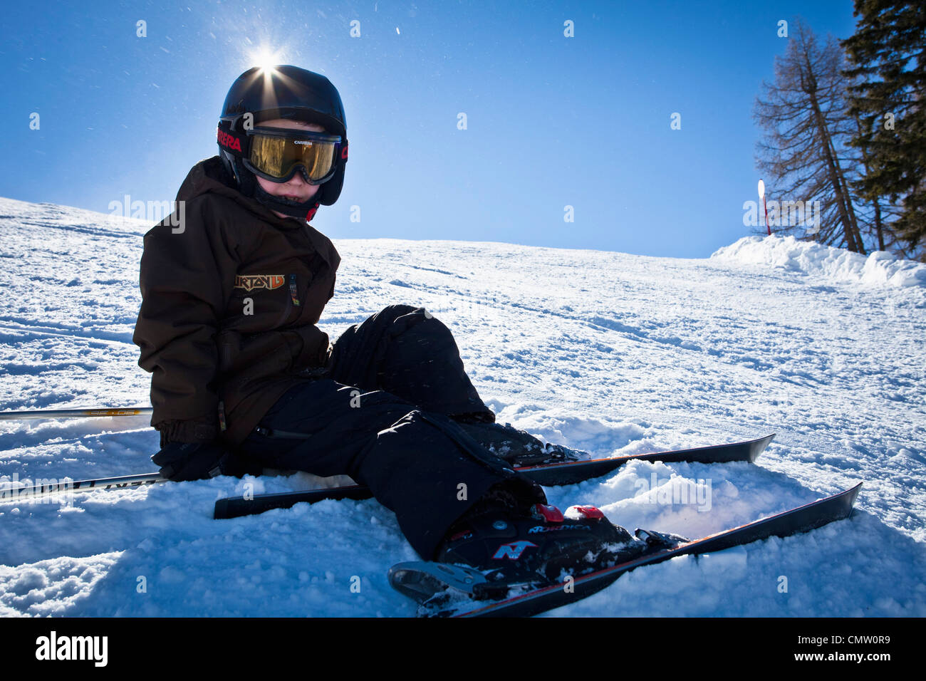Gull longueur d'un garçon en pente de ski Photo Stock