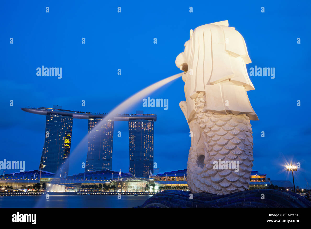 Singapour, statue du Merlion et Marina Bay Sands Hotel and Casino Banque D'Images
