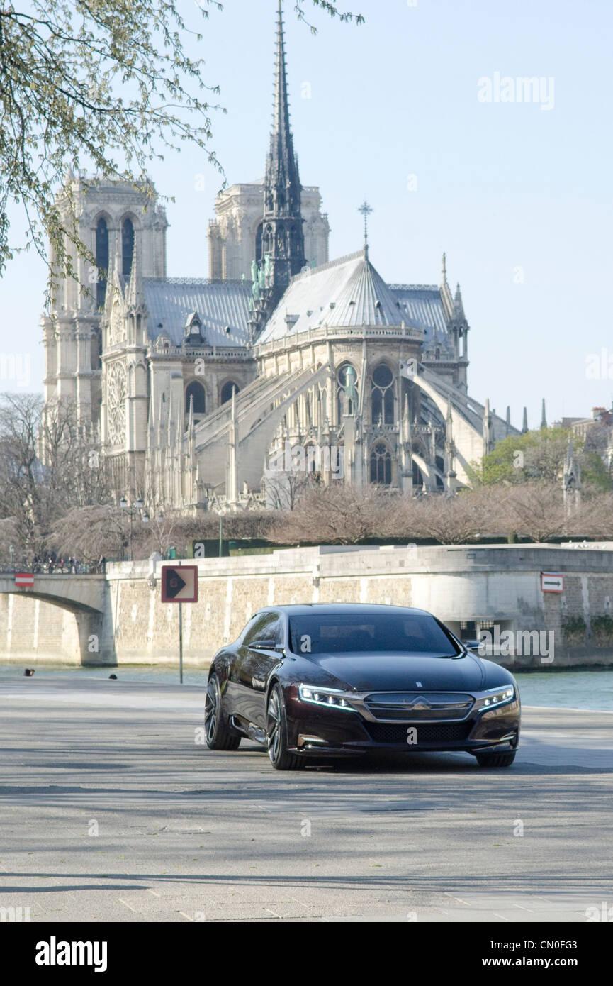 Citroen concept car sur les rives de la Seine à Paris. Dévoilement officiel prévu à Beijing Photo Stock