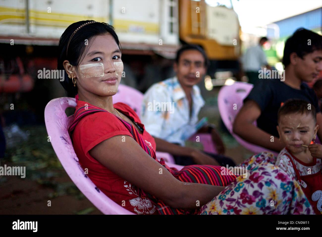 Recherche femme birmane [PUNIQRANDLINE-(au-dating-names.txt) 31