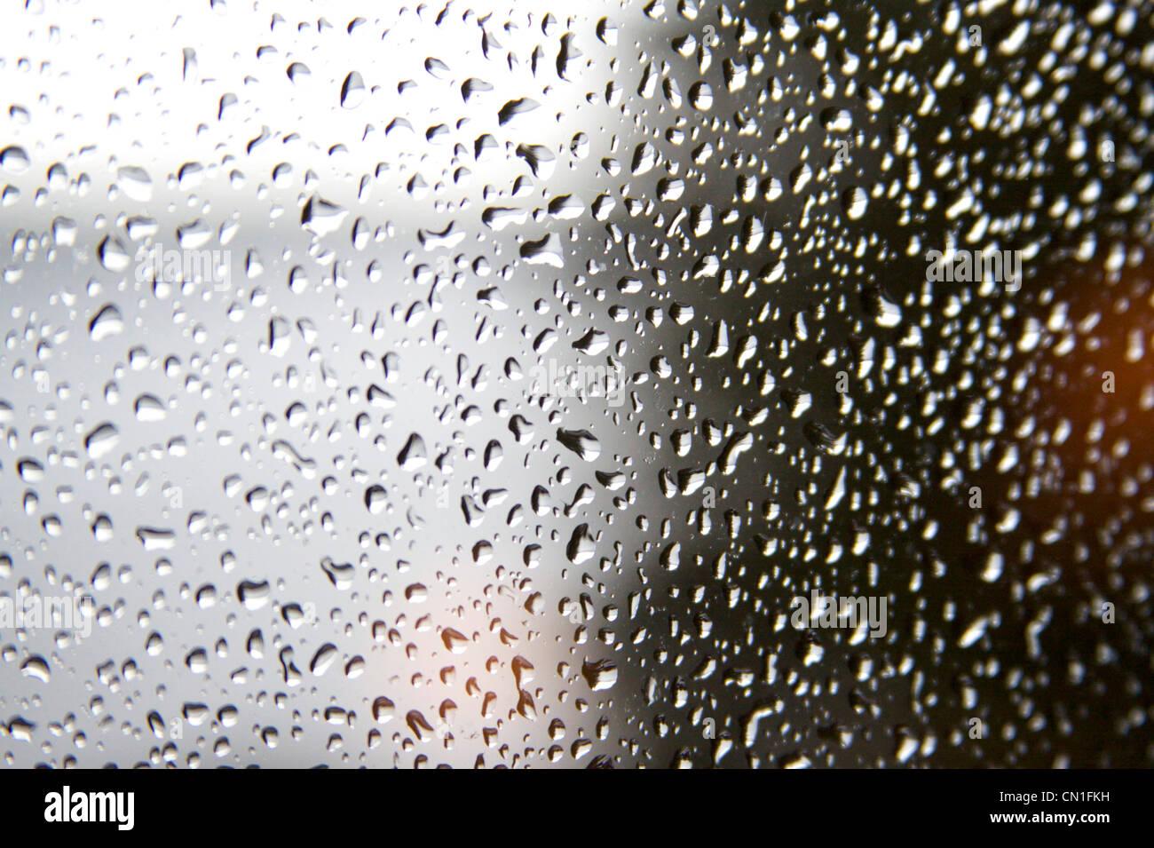 Gouttes de pluie sur la fenêtre Photo Stock