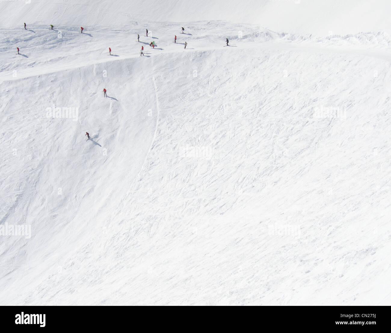 Les skieurs de descendre de fortes pentes côté montagne, Utah, USA Photo Stock