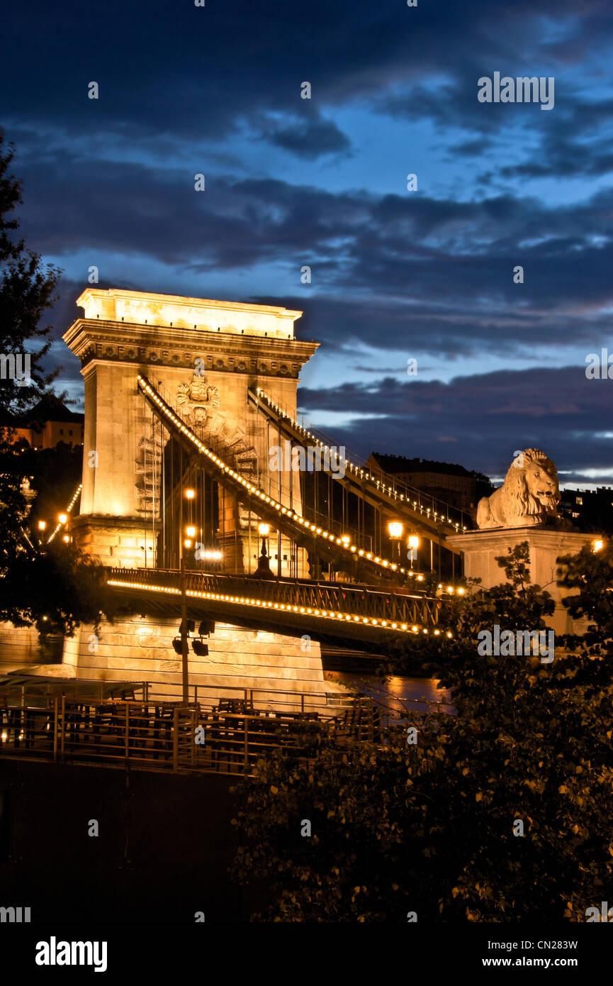 Pont des Chaînes,crépuscule,Budapest,Hongrie. Banque D'Images