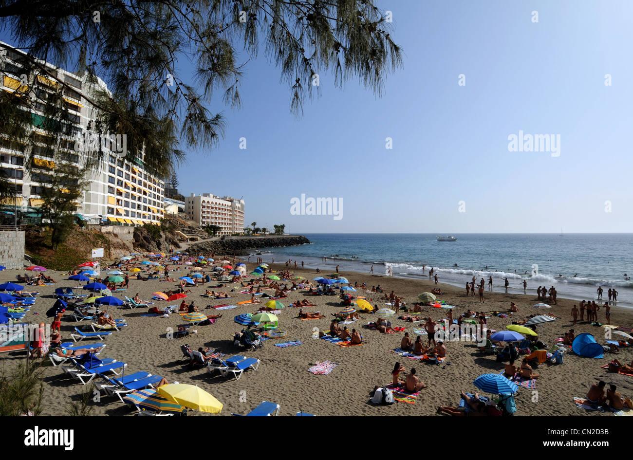 Beach et appartements près de Anfi del Mar Resort, Gran Canaria, Îles Canaries Photo Stock