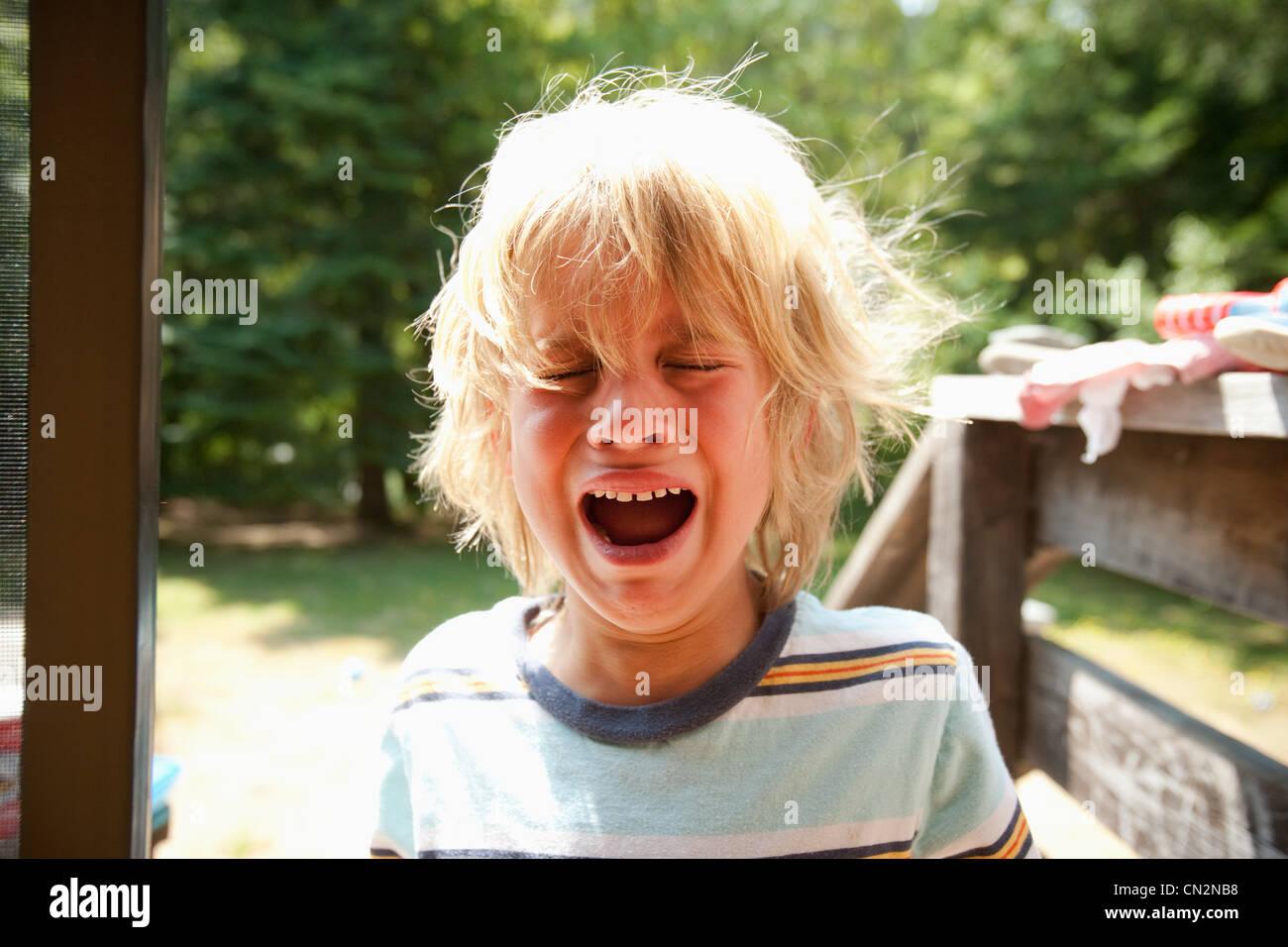 Jeune garçon pleurer Photo Stock