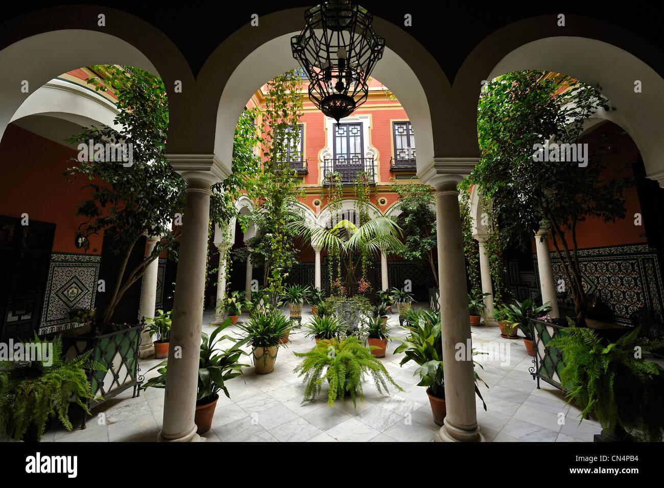 Espagne, Andalousie, Séville, quartier de Santa Cruz, patio Photo Stock