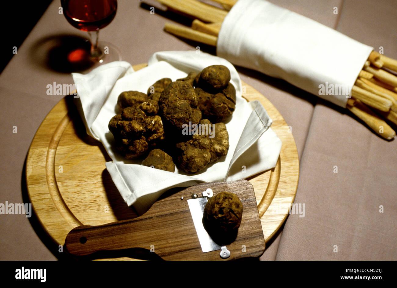 STILL LIFE de truffes noires dans la région de Alba Piémont Italie Photo Stock