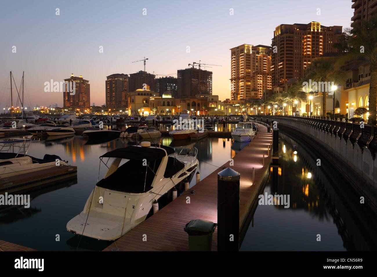 Porto Saoudite au crépuscule. La perle à Doha, Qatar Photo Stock
