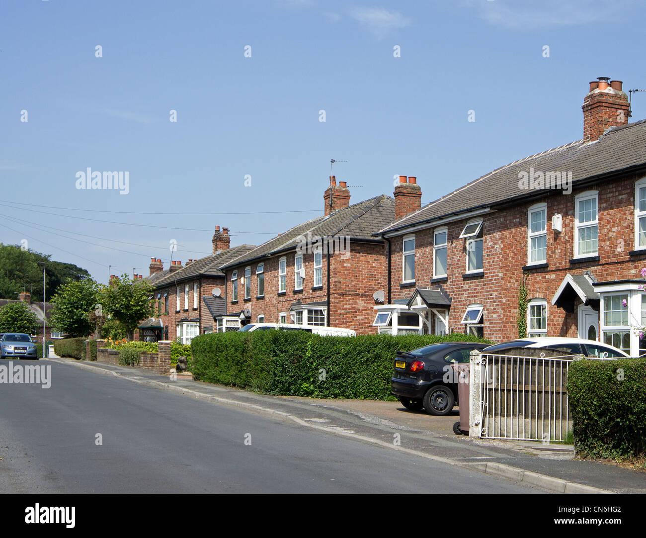 Une rue de banlieue tranquille près de Manchester, Royaume-Uni Photo Stock