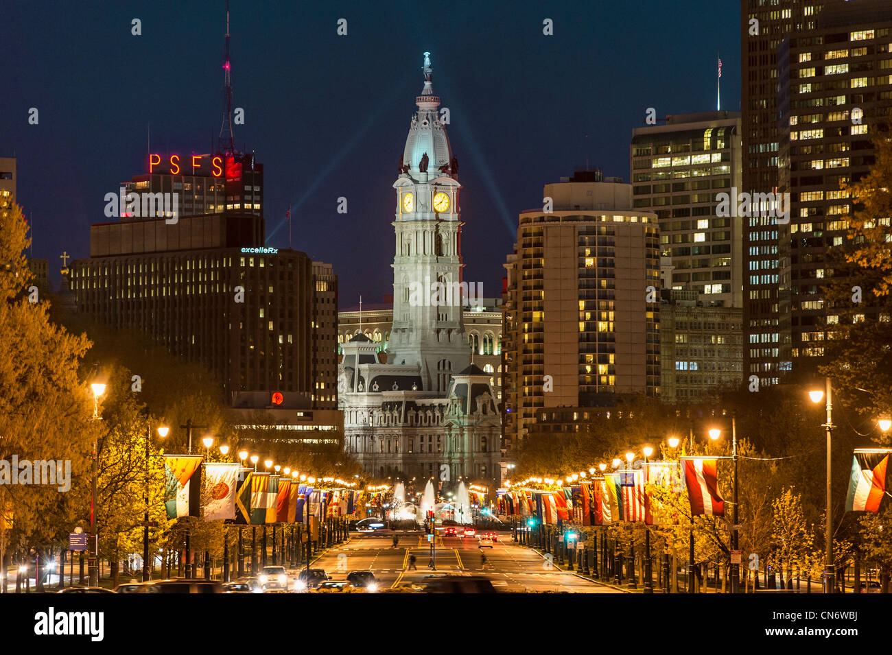 Ben Franklin Parkway et l'Hôtel de Ville, Philadelphie, Pennsylvanie, USA Photo Stock