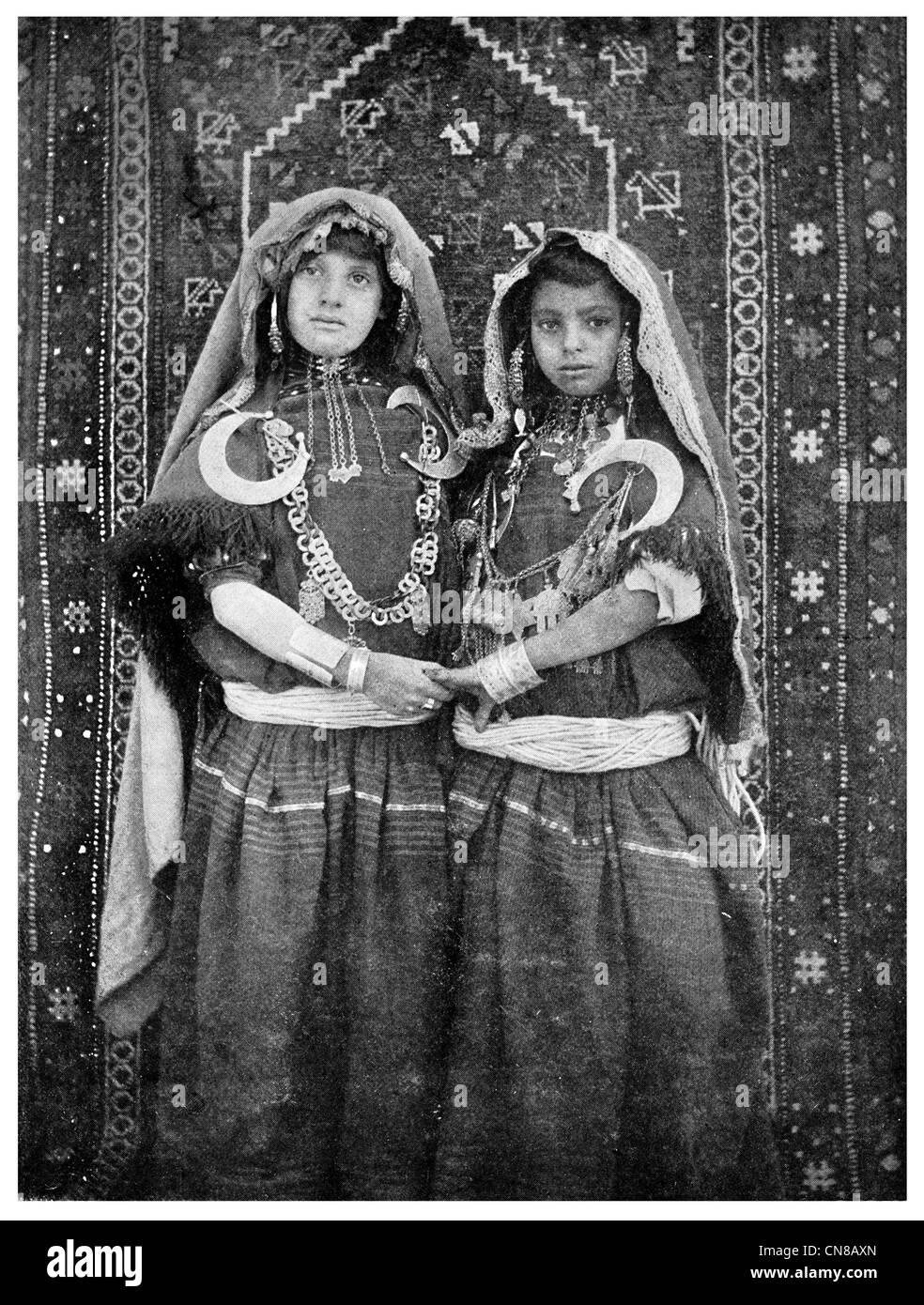 da6427f175c4 D abord publié 1914 Jeune Fille Tunisienne de haut rang Photo Stock