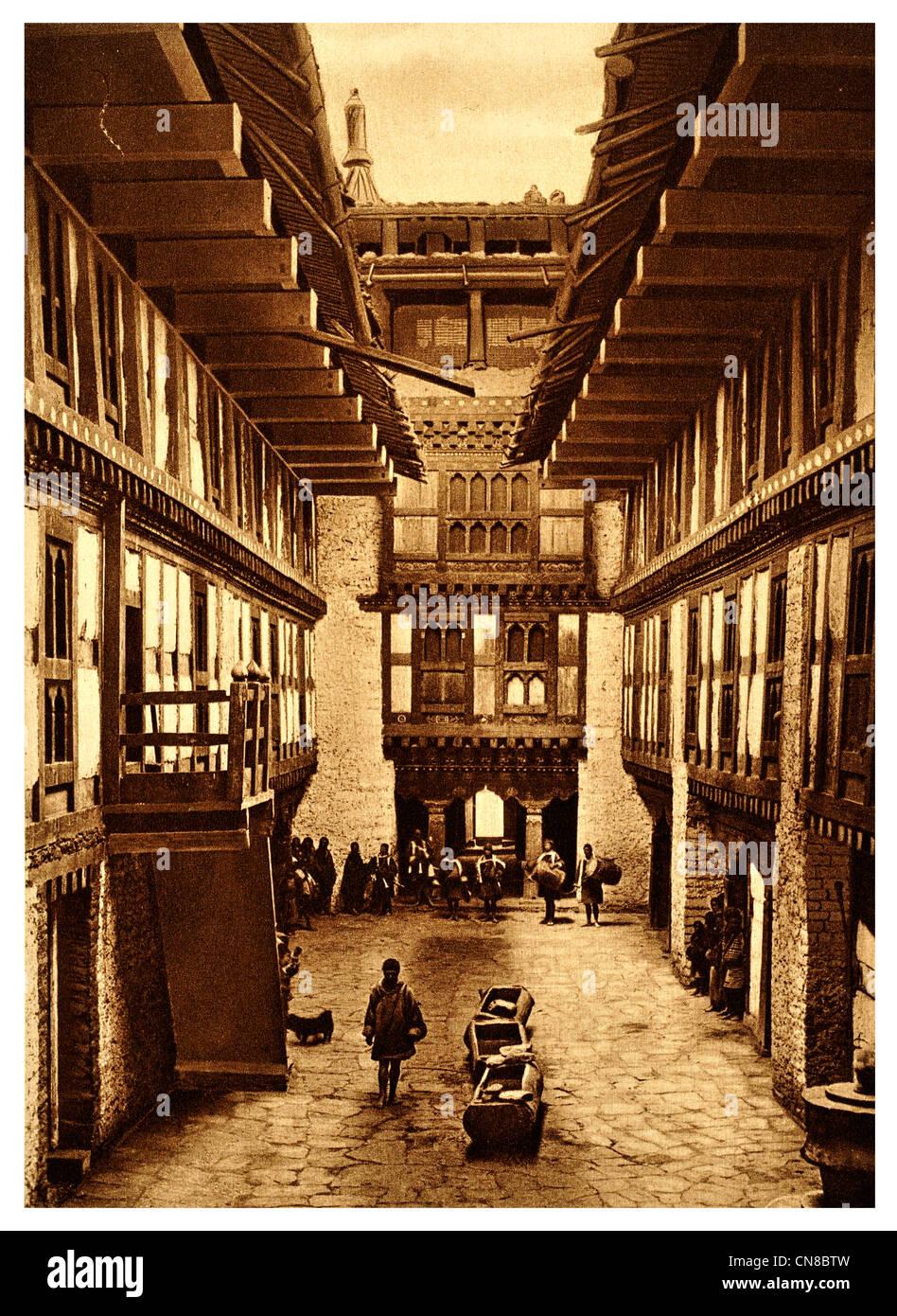 D'abord publié 1914 Byagha Jong Palais forteresse des rois Bhoutan Photo Stock