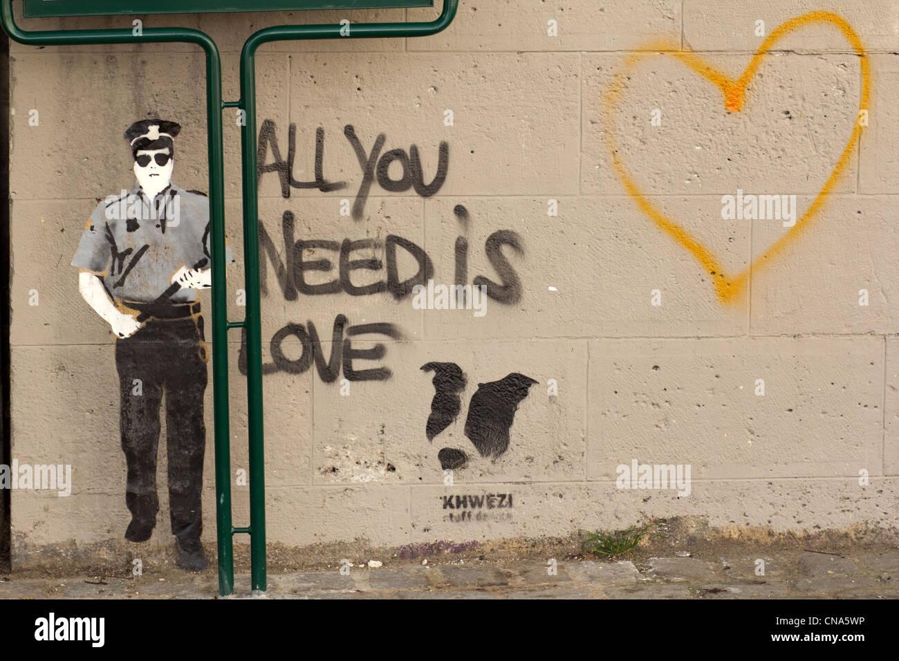 Tout ce qu'il vous faut, c'est l'amour de l'écriture Graffiti, Paris, France Banque D'Images