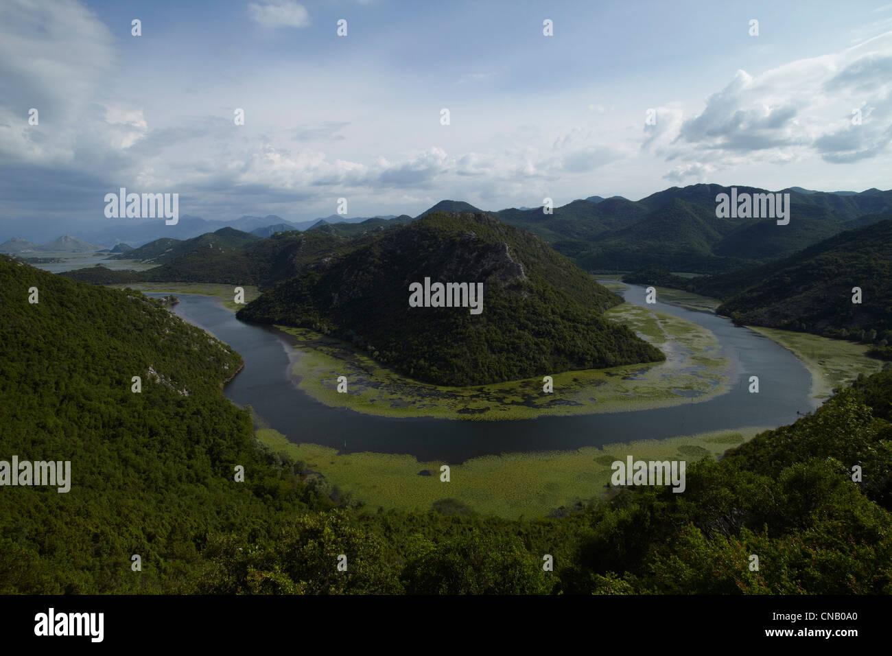 Dans la vallée de la rivière sinueuse Photo Stock