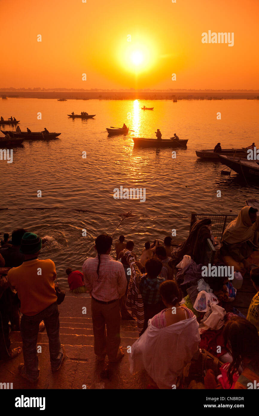L'Inde, Uttar Pradesh, Varanasi, le lever du soleil sur le Gange Photo Stock