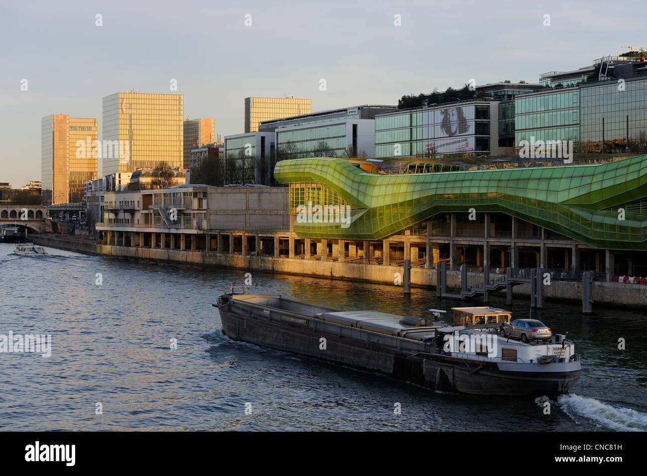 France, Paris, quai d'Austerlitz, Cité de la mode et du design, des bâtiments de l'ancien Magasins Photo Stock