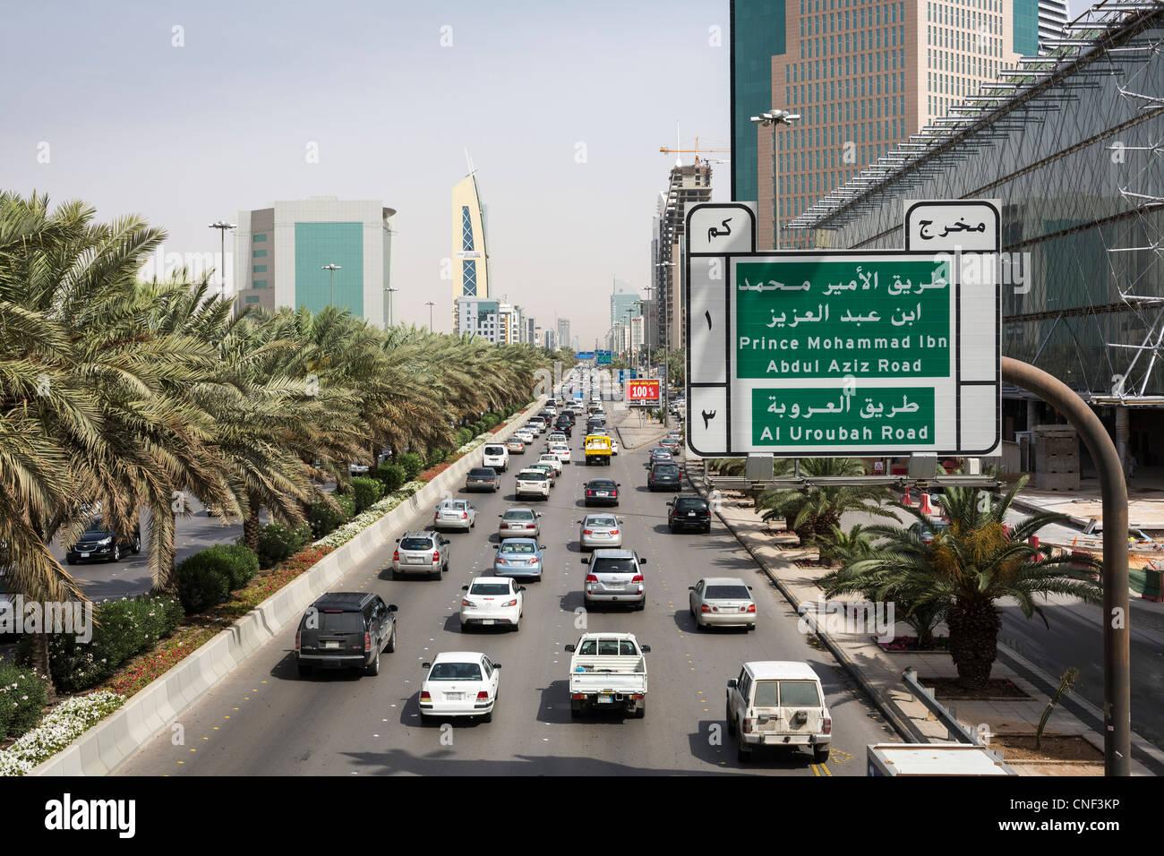 Trafic sur King Fahd Road, Riyadh, Arabie Saoudite Photo Stock