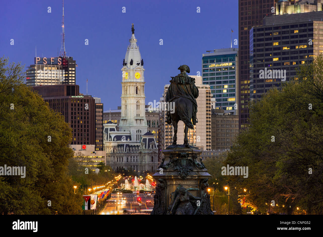 Ben Franklin Parkway et l'Hôtel de Ville, Philadelphie, Pennsylvanie, Photo Stock