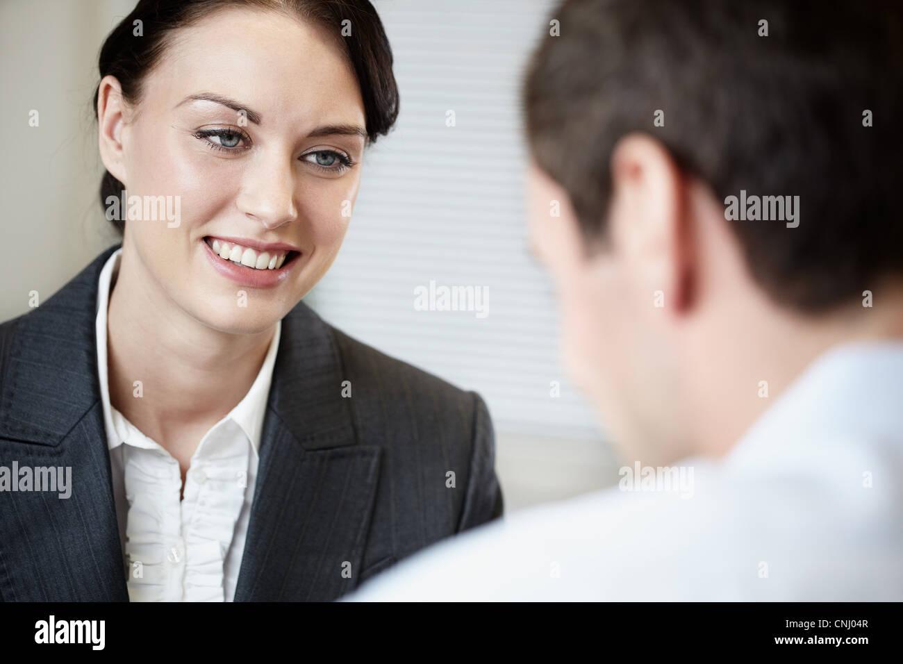 Businesswoman et collègue Photo Stock