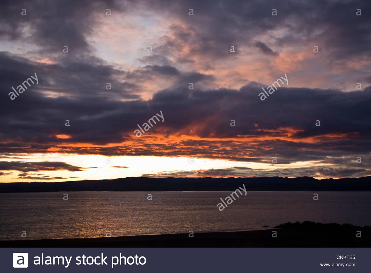 Les nuages au-dessus de paysage rural spectaculaire Photo Stock