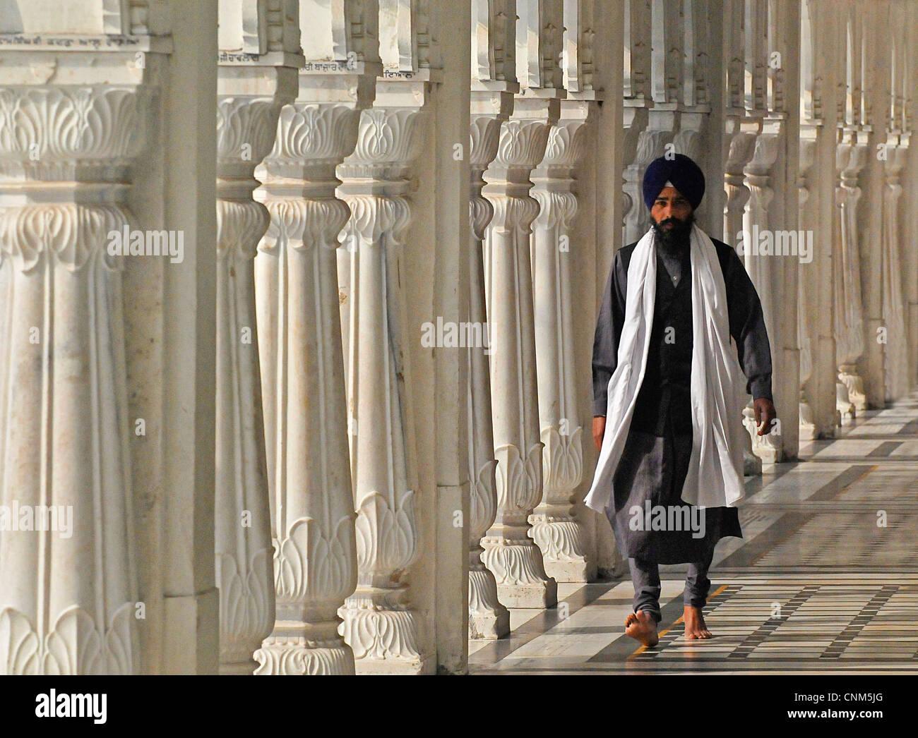 Asie Inde Punjab Amritsar Temple Doré ou Hari Mandir porche avec colonnes à l'intérieur du temple Photo Stock