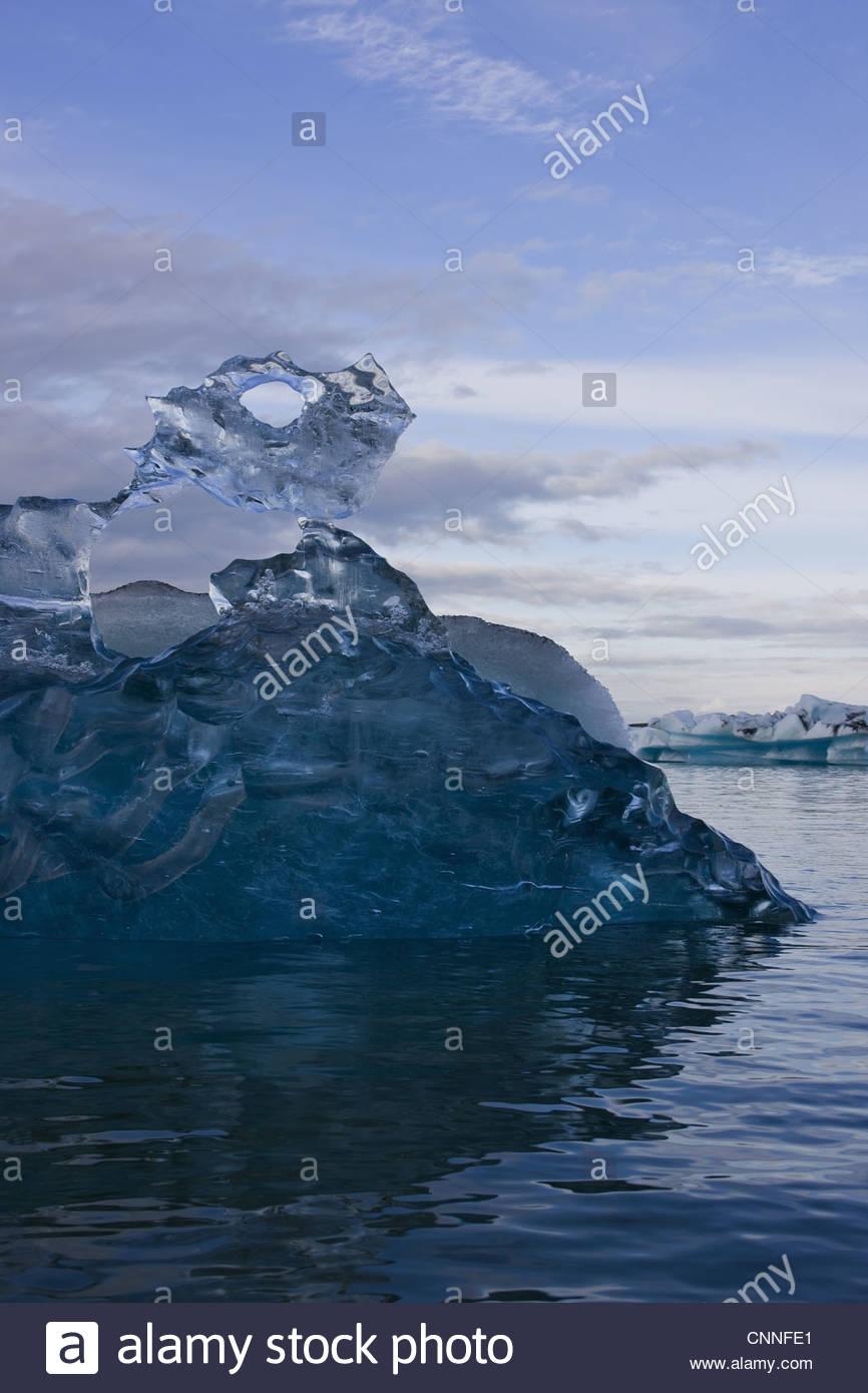 La formation de glace dans le lac glaciaire Photo Stock