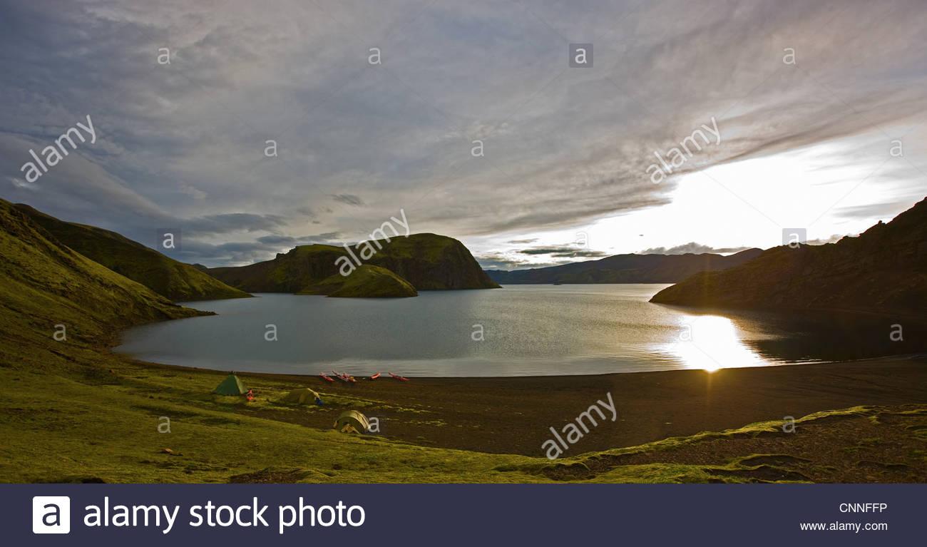Paysage de montagne dans le lac Photo Stock