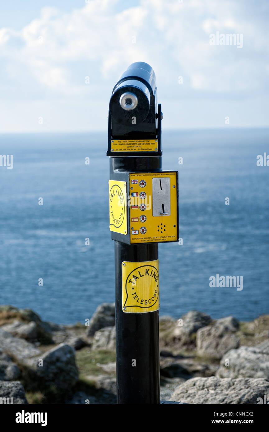 Une rémunération publique télescope parle avec vue sur la mer Photo Stock