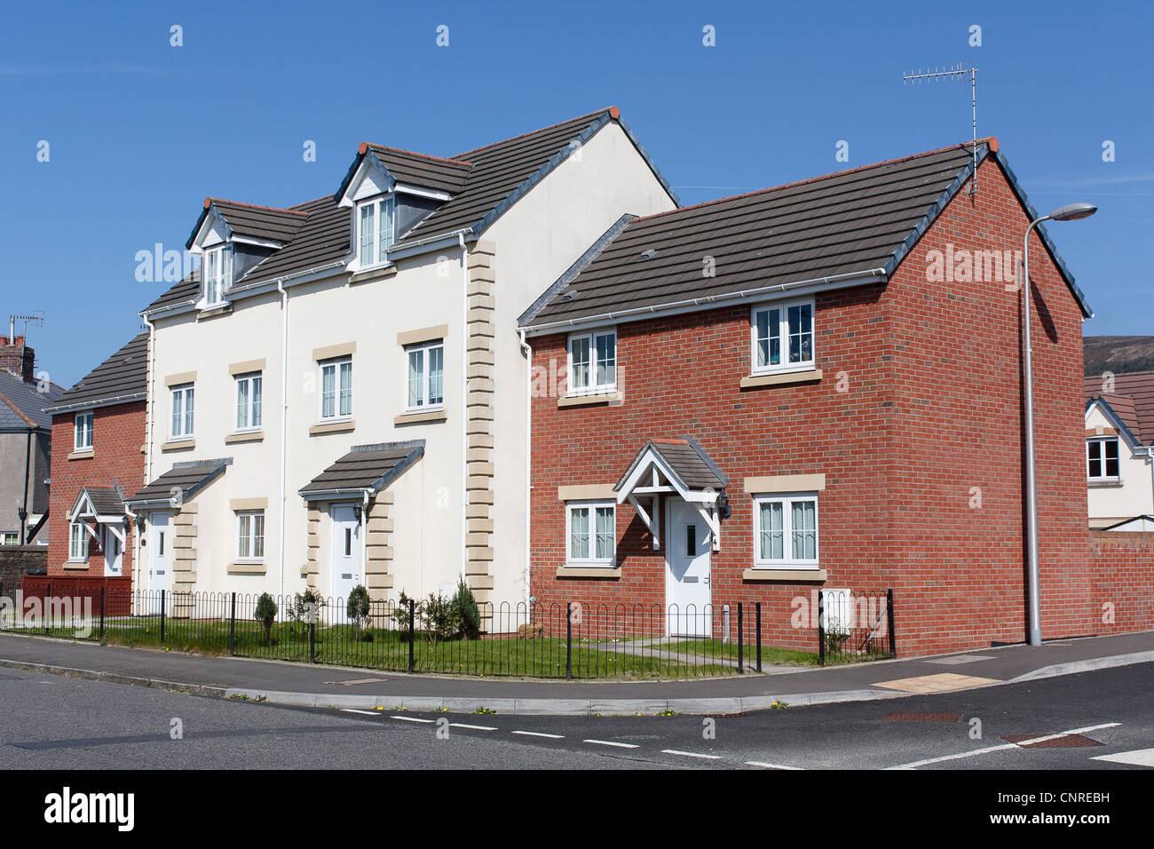 Développement du logement moderne au xxie siècle brique et rendu le logement quatre maisons