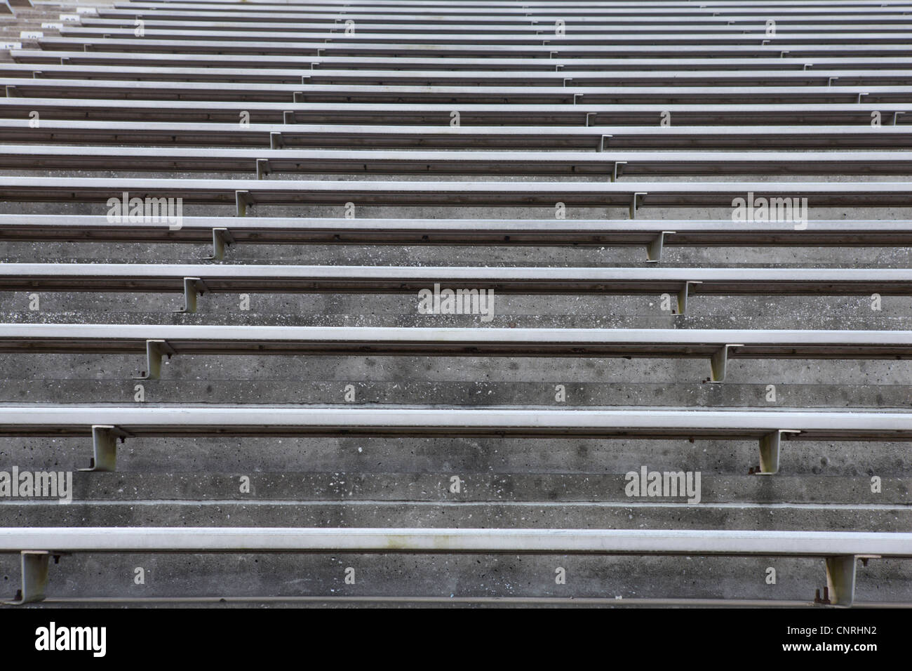 Des gradins du stade vide Photo Stock