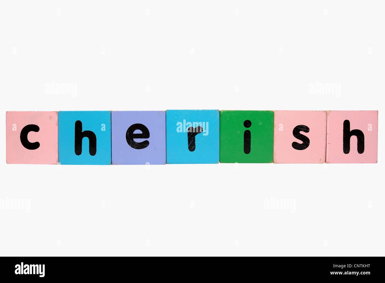 Un assortiment de jouets pour enfants lettre building blocks contre un fond blanc qui sort chérir avec clipping Photo Stock