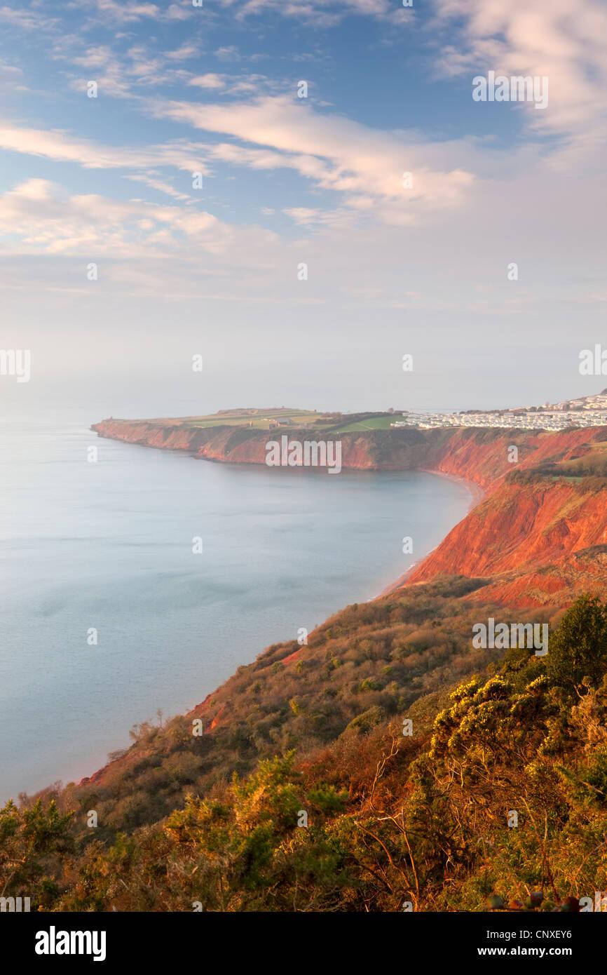 À l'égard Littleham Cove et droites d'ouest vers le bas, balise, Côte Jurrasic Devon, Angleterre. Photo Stock