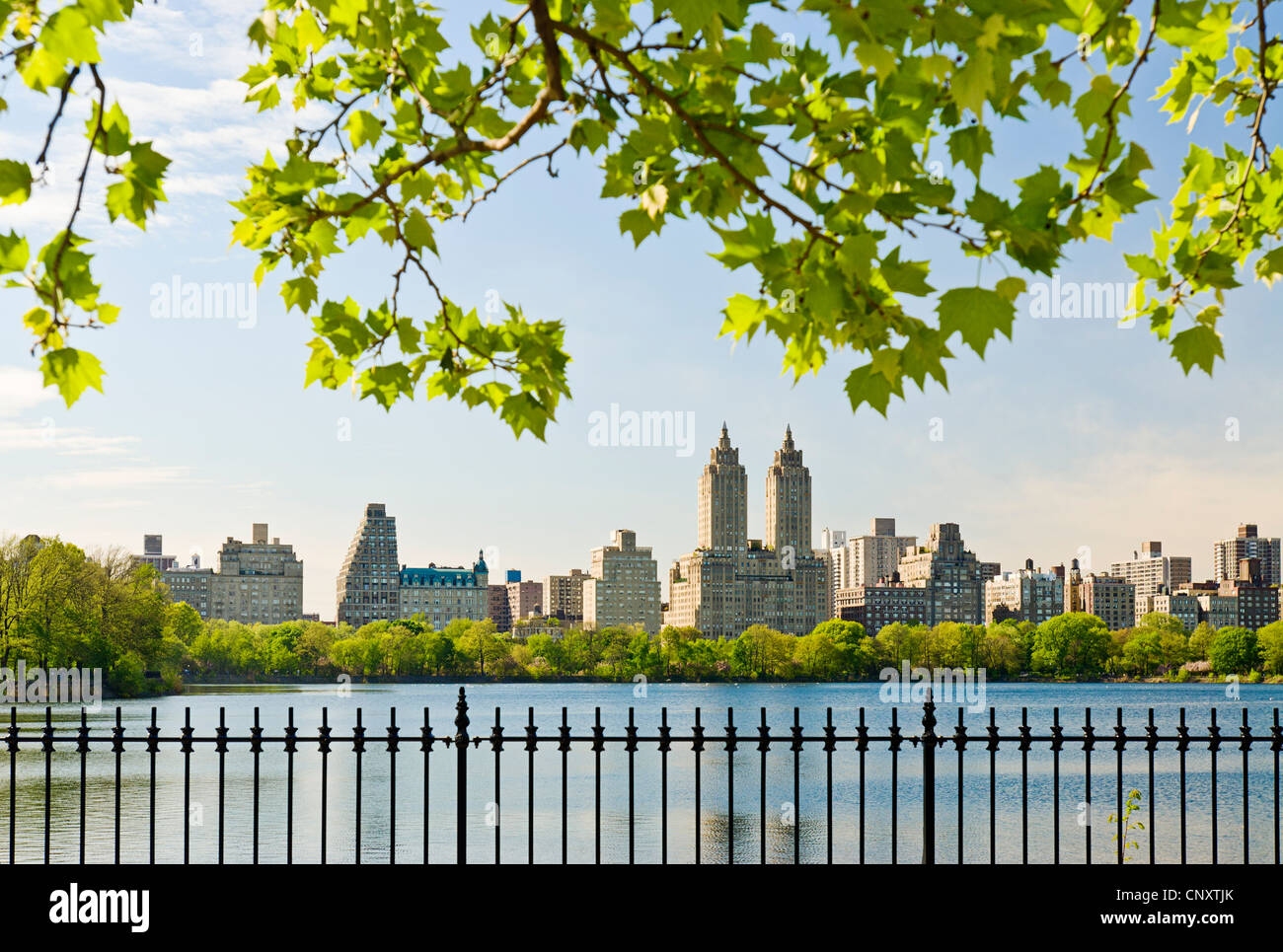Le Jacqeuline Kennedy Onassis Reservoir, Central Park, New York City dans la saison du printemps. Photo Stock