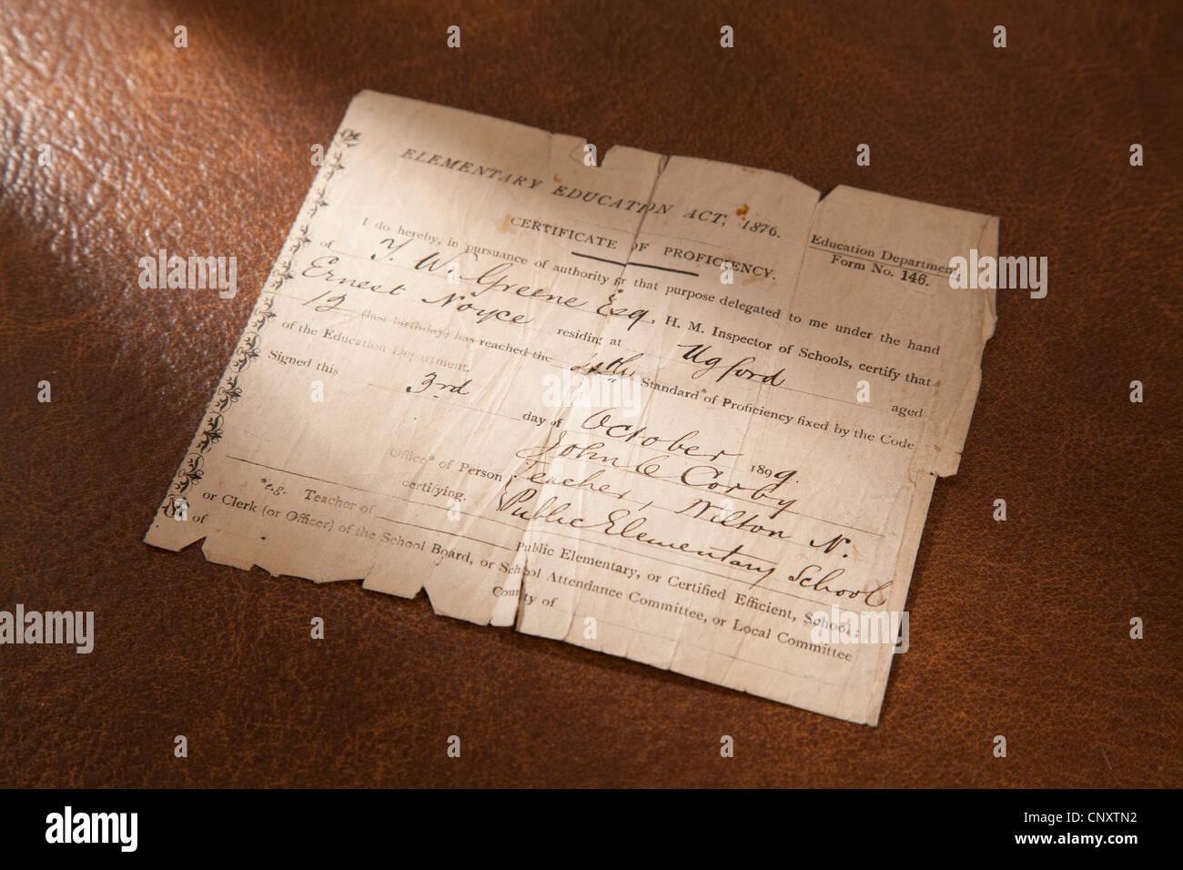 Certificat de compétence d'enseignement de 1876 pour un enfant de 12 ans en date du mois d'octobre Photo Stock