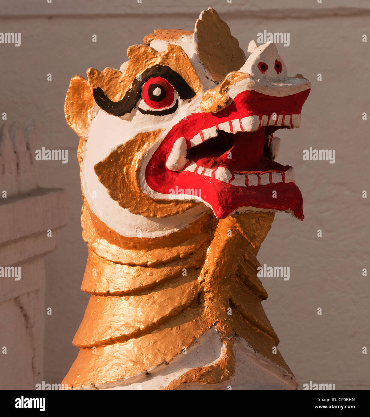 Elk208-3174v Thailande, Mae Hong Son, Wat Jong Klang, lion guardian figure Photo Stock